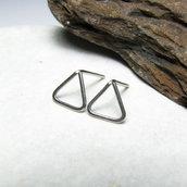 Orecchini piccoli. Orecchini a lobo. Orecchini minimalistici. Forme geometriche. Triangolo. Triangoli. Per uomo. Per donna. Per ragazzi.