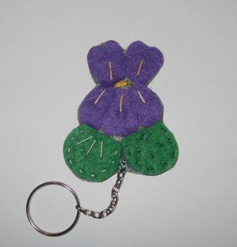 Portachiavi in feltro a forma di violetta