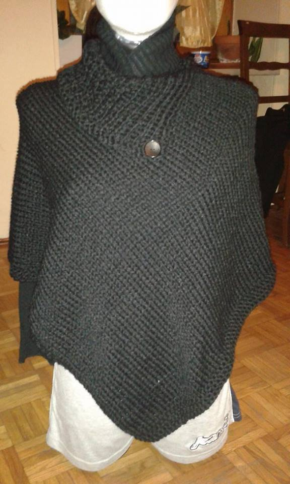 Poncho in lana realizzato a mano