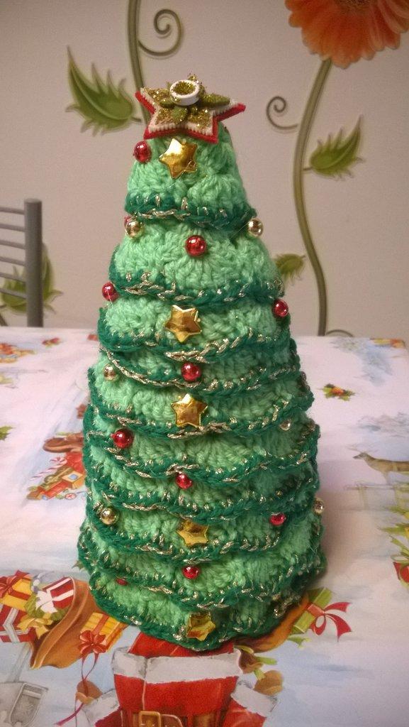 albero natalizio all'uncinetto