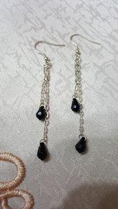 orecchini pendenti con doppia goccia in swarovski nero