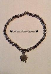 braccialetto con perline d'acciaio e charm