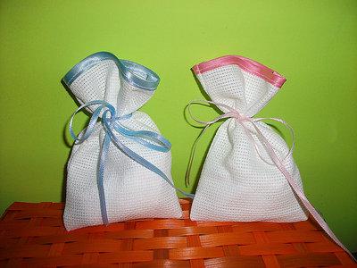 Stock 50 sacchetti da ricamare bomboniere segnaposto portaconfetti rifiniti in raso punto croce