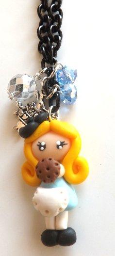 Collana con catenina nera,ciondolo Alice in fimo,cristallini e Bianconiglio idea regalo Natale