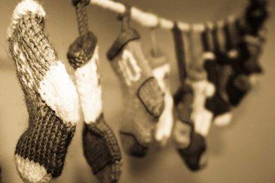 Calendario dell'avvento con calzette realizzate a maglia 100% pura lana vergine