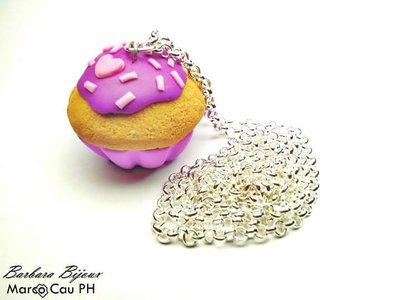 Dolce collana a forma di cup cake rosa e fucsia