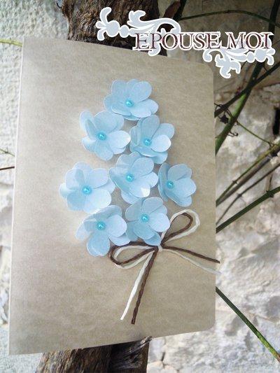 partecipazione romantica con fiorellini celesti e perle