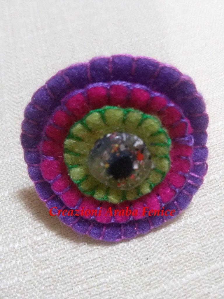 Anello regolabile in pannolenci viola cucito a mano