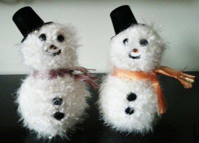 Pupazzi di neve con passamaneria e pietre decorazione