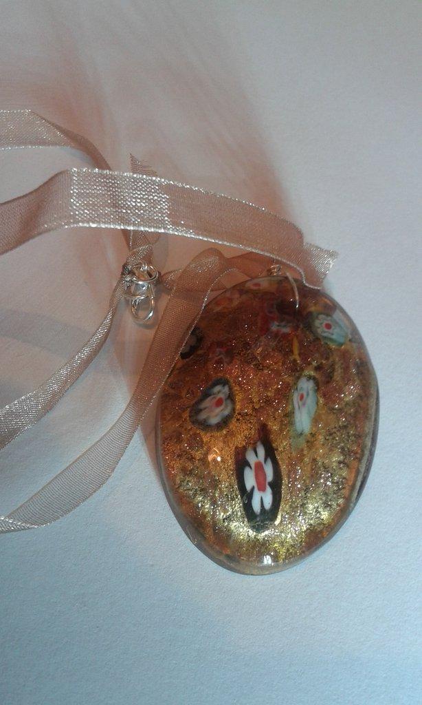 Collana donna in organza marrone e ciondolo in vetro ovale fatto a mano