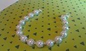 Bracciale donna elegante di perle bianche e coppette argentate