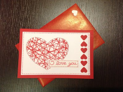 Biglietto d'amore rosso e bianco con cuore