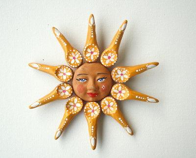 Sole da appendere a parete in terracotta dipinto a mano / Bomboniera (17)