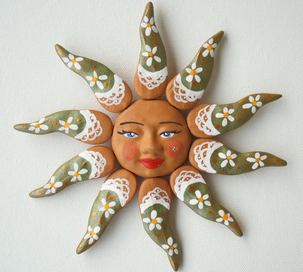Sole da appendere a parete in terracotta dipinto a mano / Bomboniera (18)