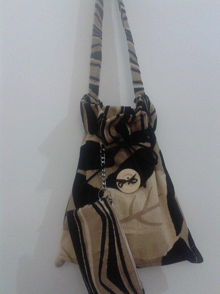 borsa con porta cellulare