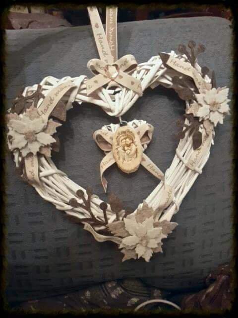 Ghirlanda a forma di cuore, fatta a mano con presepe Natale 2015 idea regalo