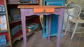 tavolo in legno massello decorato a mano