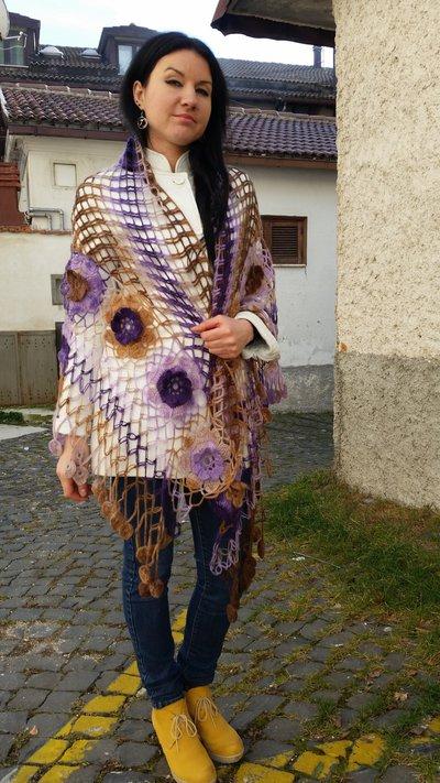 scialle di lana fatta a mano