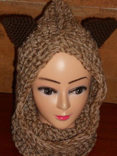 Cappello cappuccio scaldacollo con orecchie realizzato all'uncinetto nei toni del marrone
