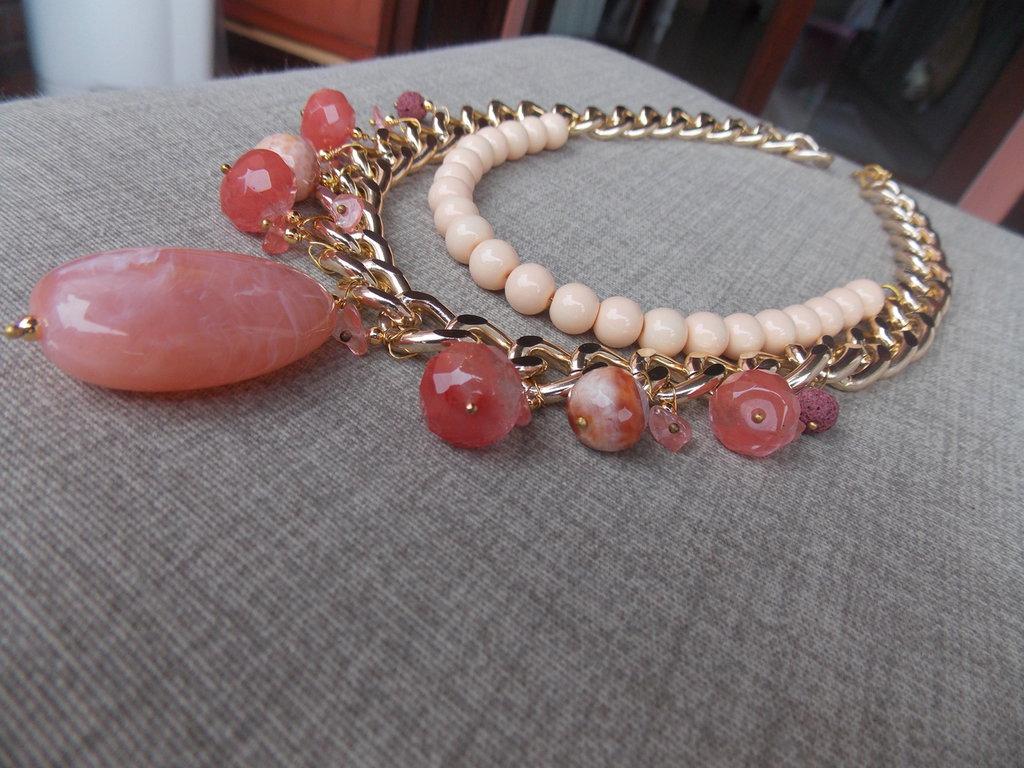 Collana girocollo rosa