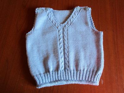 Completo composto da gilet, giacchino, cappellino e scarpette realizzato in pura lana merinos azzurra