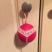 Pallina di Natale lucina rossa con merletto e perle