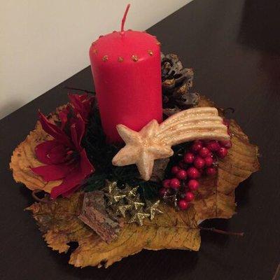 Centrotavola natalizio in legno con candela