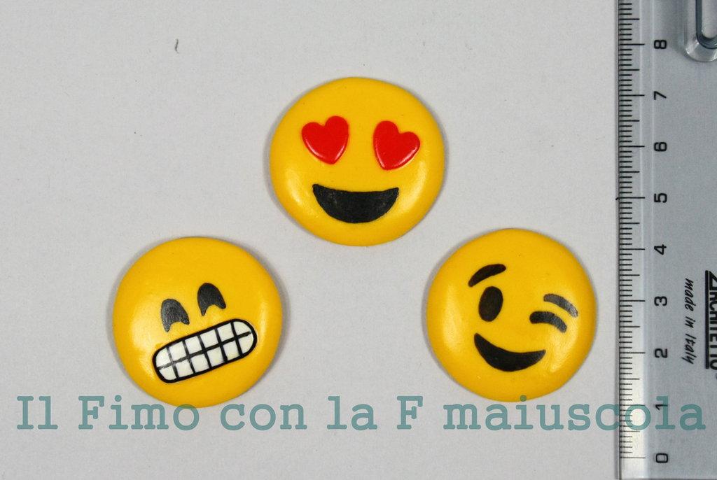 Calamite emoticons realizzate in pasta di fimo