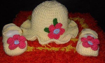 Cappello e scarpine neonata lavorato a mano