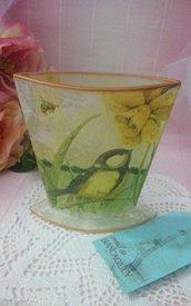 *Vaso in vetro bordato in oro*