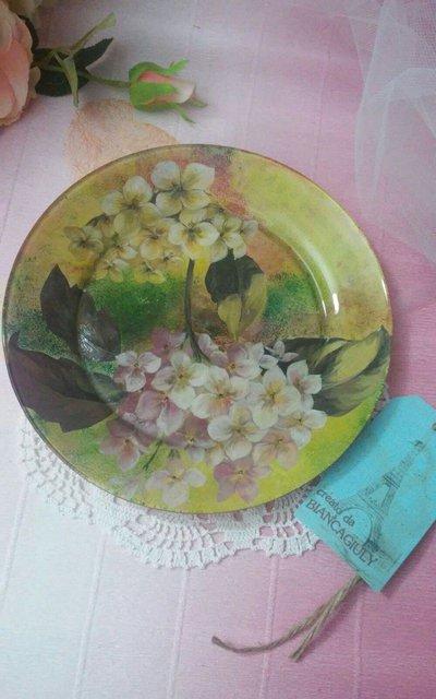 *Piatto in vetro decorato in tecnica decoupage*