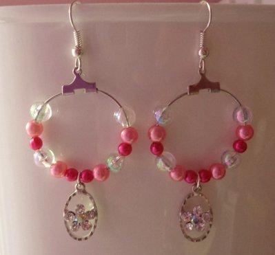 Orecchini a cerchio con sfumature rosa e pendente