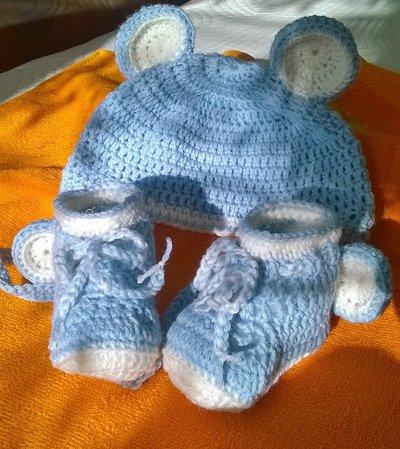 Cappellino e scarpette Orsetto per neonati,  fatte a mano, all'uncinetto, in pura lana vergine,