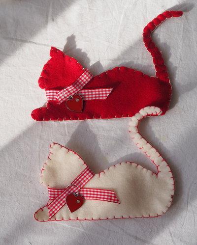 Decorazioni natalizie 2 gatti in feltro bianco rosso - Decorazioni natalizie in feltro ...