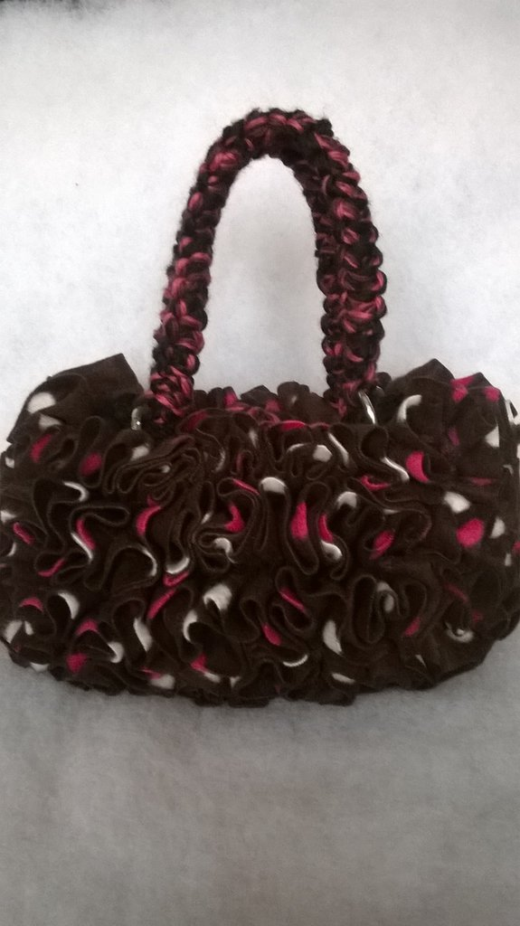 borsa in lana e frou frou tipo pile, idea regalo