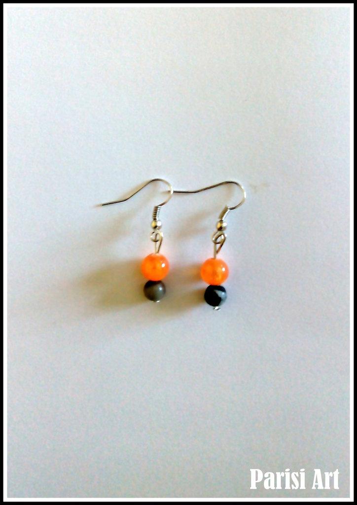 Orecchini pendenti con perle nero arancio