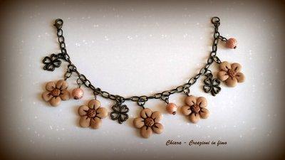 Bracciale in fimo elegante handmade con fiorellini anticati idee regalo donna