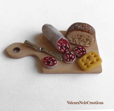 Calamita miniatura tagliere con pane salame e formaggio