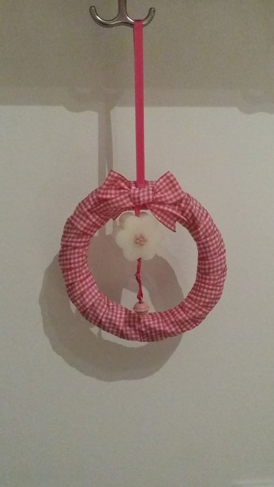 Ghirlanda rosa con saponetta profumata