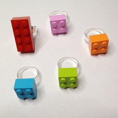 """Anelli con mattoncini """"Lego"""""""