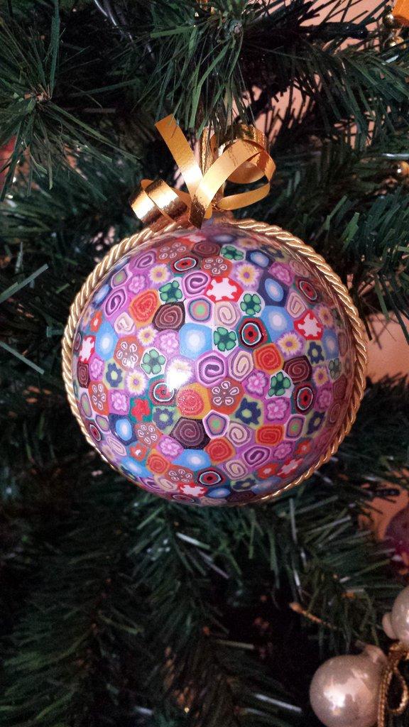 Addobbi natalizi pallina di Natale con murrine multicolore idee regalo natale