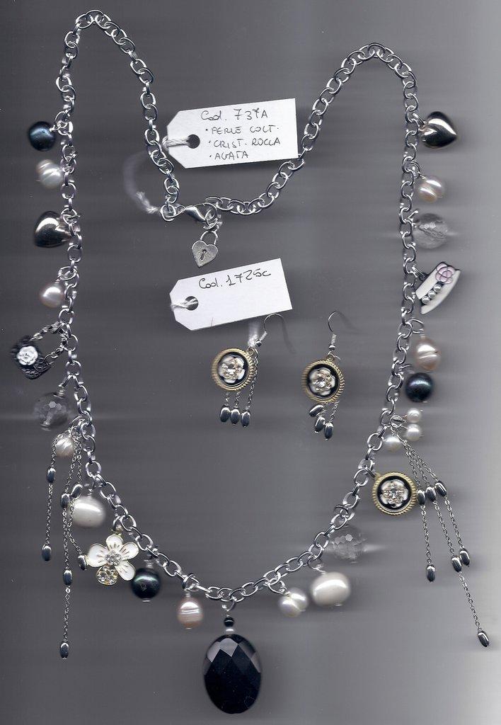 Completo charms, perle coltivate e pietre dure