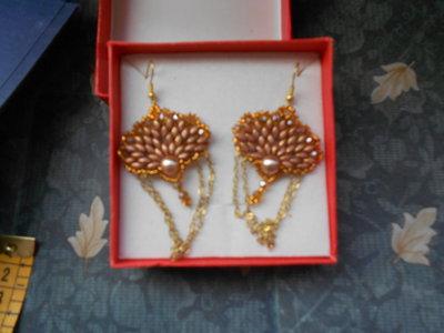 orecchini con catenella