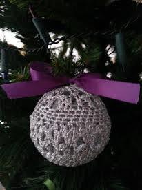 pallina natalizia artigianale lavorata a l'uncinetto