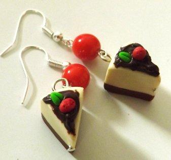 Orecchini cheesecake in fimo con perlina rossa idea regalo per lei