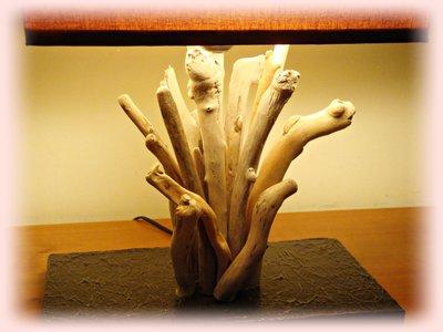 Lampade In Legno Di Mare : Equilibrio lampada in legno e pietra di mare eur