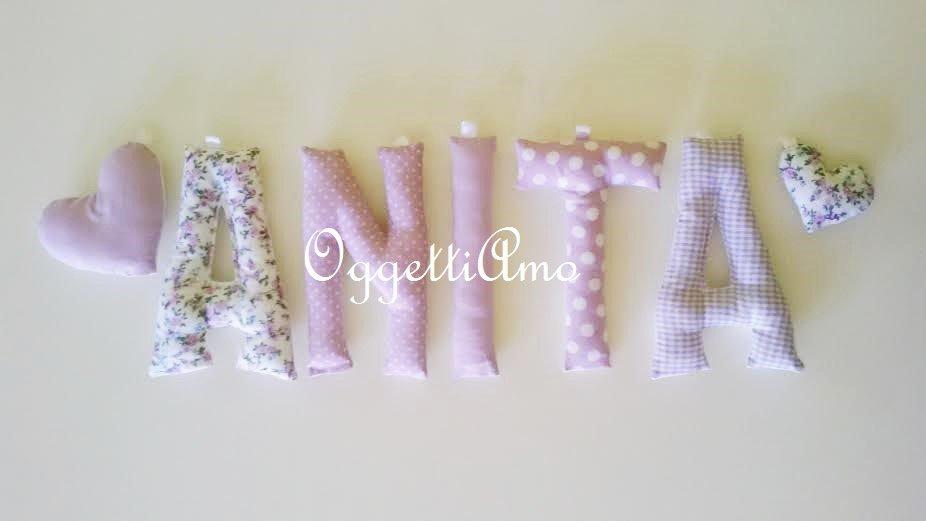 ANITA: una ghirlanda di lettere imbottite per comporre il suo nome in lilla a pois e fiori