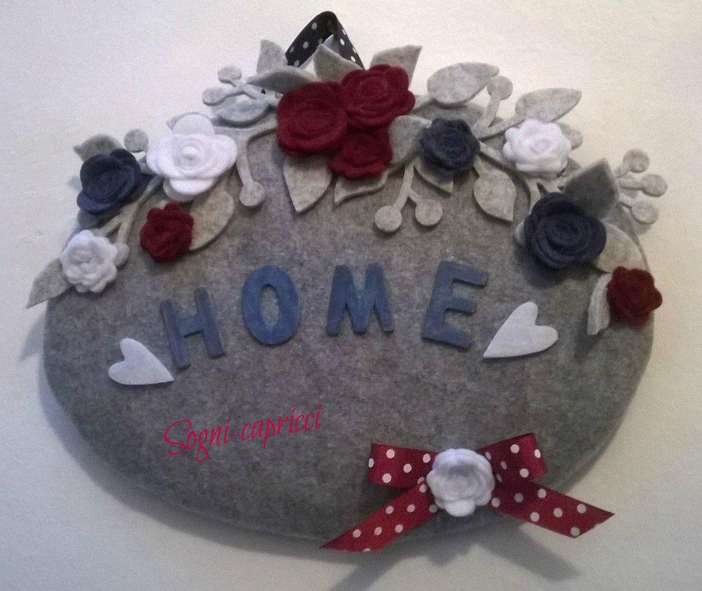 Dietro porta benvenuto idea regalo per la casa con roselline e fiocco