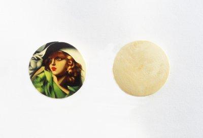 Medaglione ciondolo raffigurante Tamara de Lempicka in legno 35 mm 1pz
