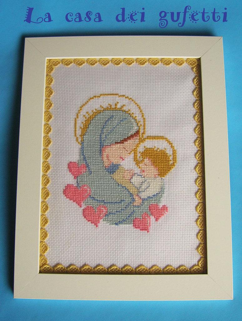 """Quadro """"Madonna con bambino"""" realizzato a punto croce su tela aida con cornice bianca"""